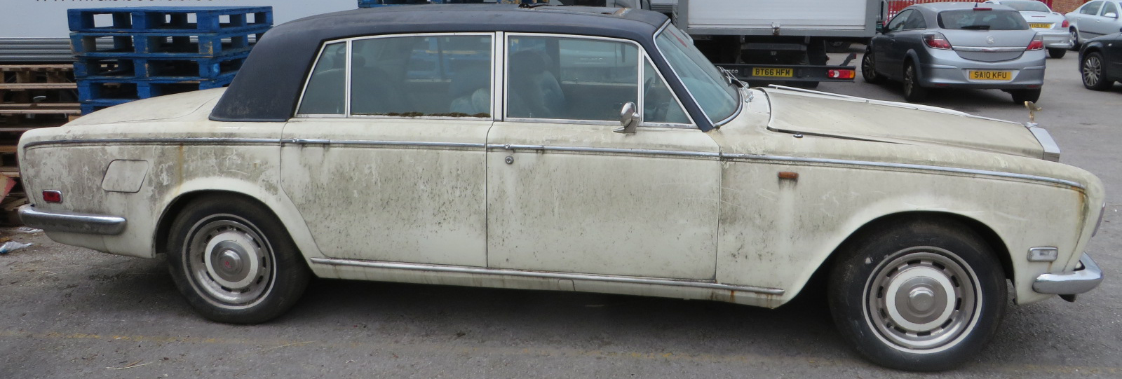 1975 Rolls Royce Silver Shadow - Side View