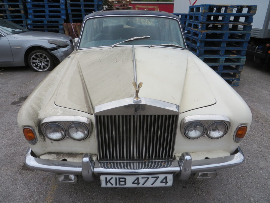 1975 Rolls Royce Silver Shadow - Second Front View